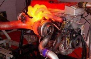 O que é a bomba de líquido de arrefecimento auxiliar do motor?